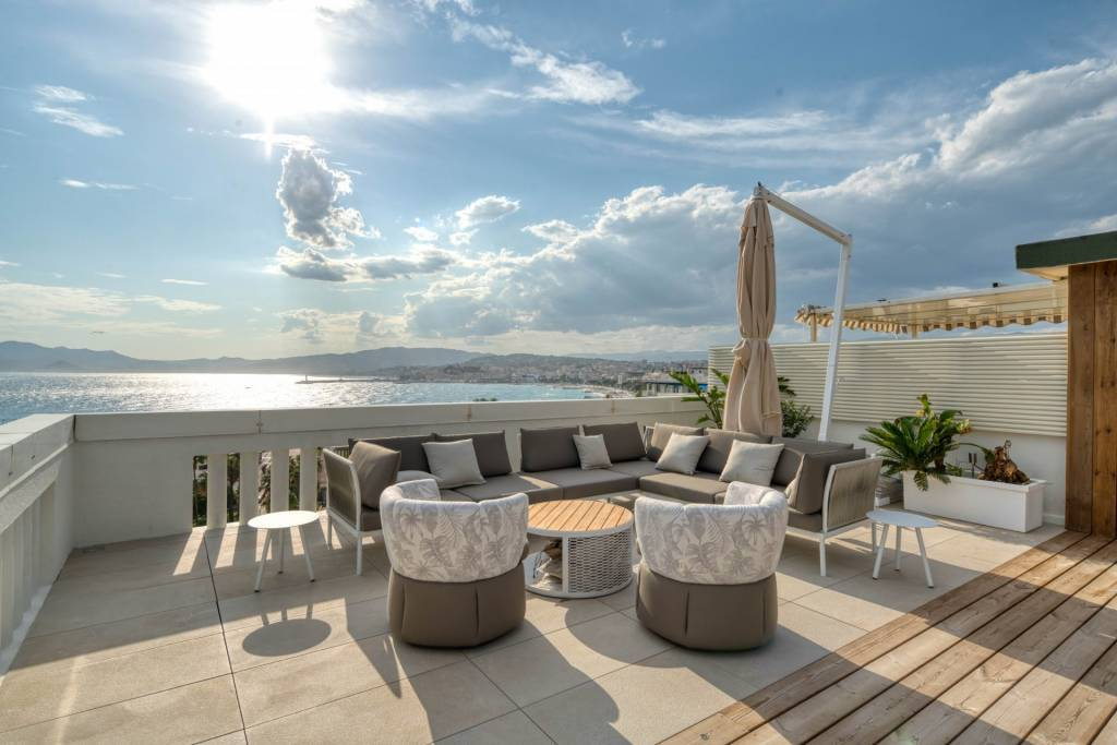 CANNES LA CROISETTE - PENTHOUSE WITH PANORAMIC SEA VIEW